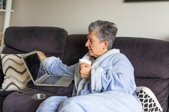 Women-in-robe-on-laptop-SIZED.jpg