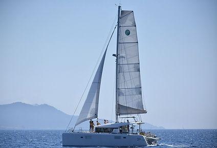 catamaran-5988278_1920_edited_edited.jpg