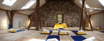 hiring-alpen-retreat-1140x450.jpg