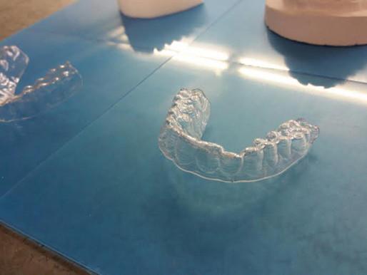 Termoformatura o stampa 3D diretta di allineatori ortodontici? Vince la tradizione.