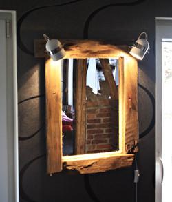 Wandspiegel beleuchtet