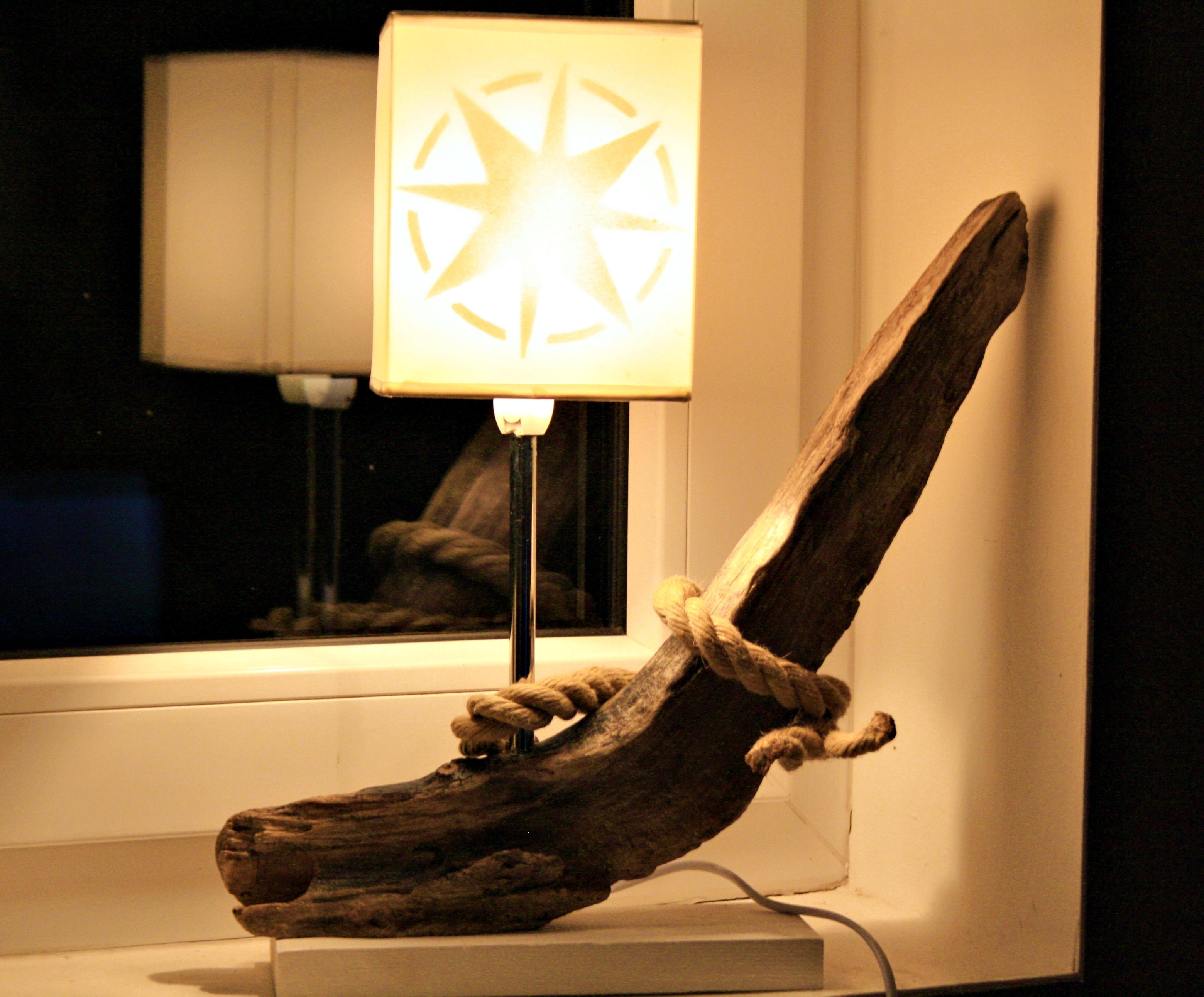 Treibholztischlampe Windrose