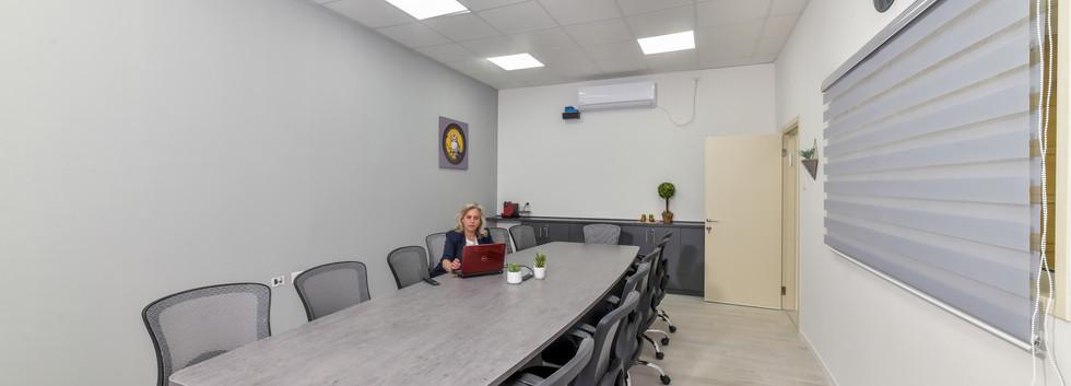 חדר ישיבות מעוצב.jpg