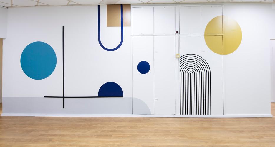 קיר מעוצב במשרדים.jpg