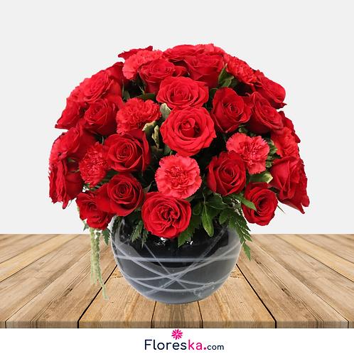 Esfera con 50 Rosas y Claveles