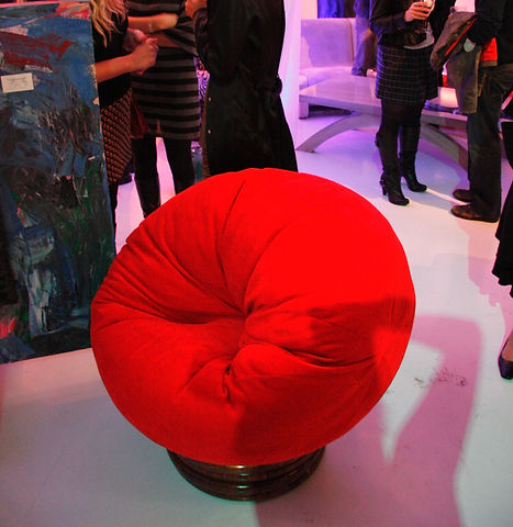POOF CHAIR