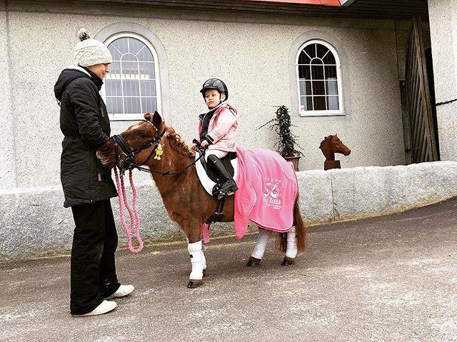Dagen outfit till prinsessan 👸🏼💕 #ven