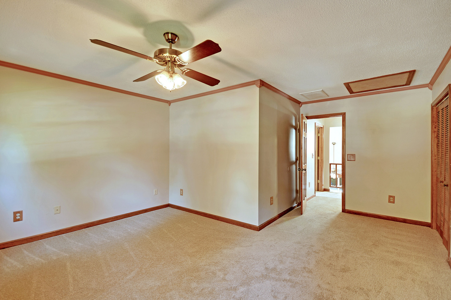 26. 323 Eastover Circle - South Pointe -