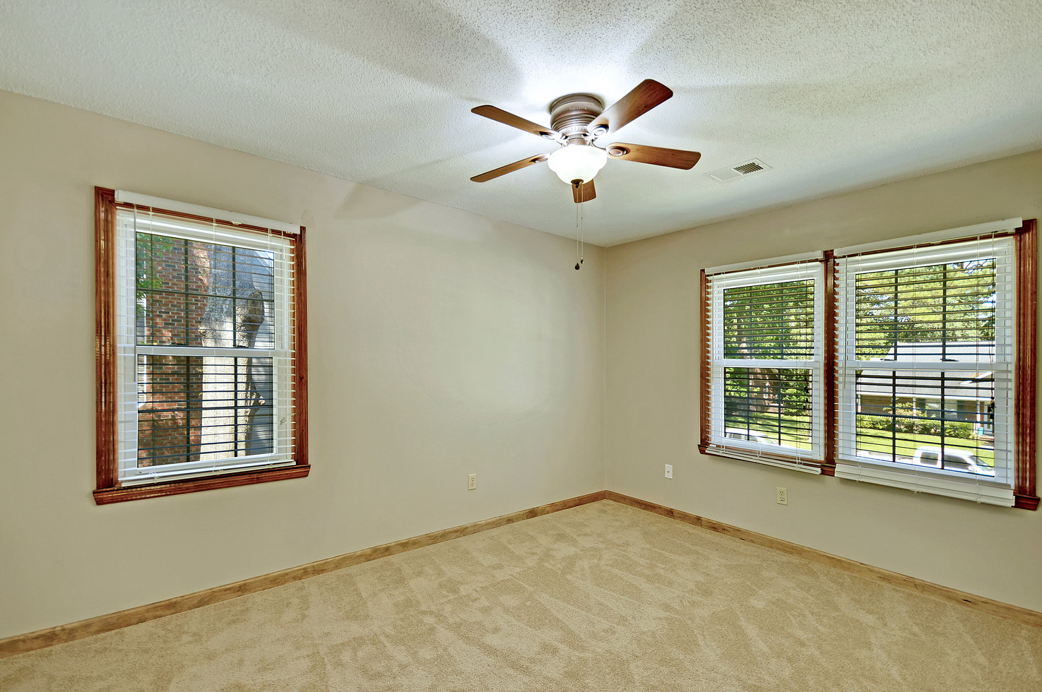 28. 323 Eastover Circle - South Pointe -