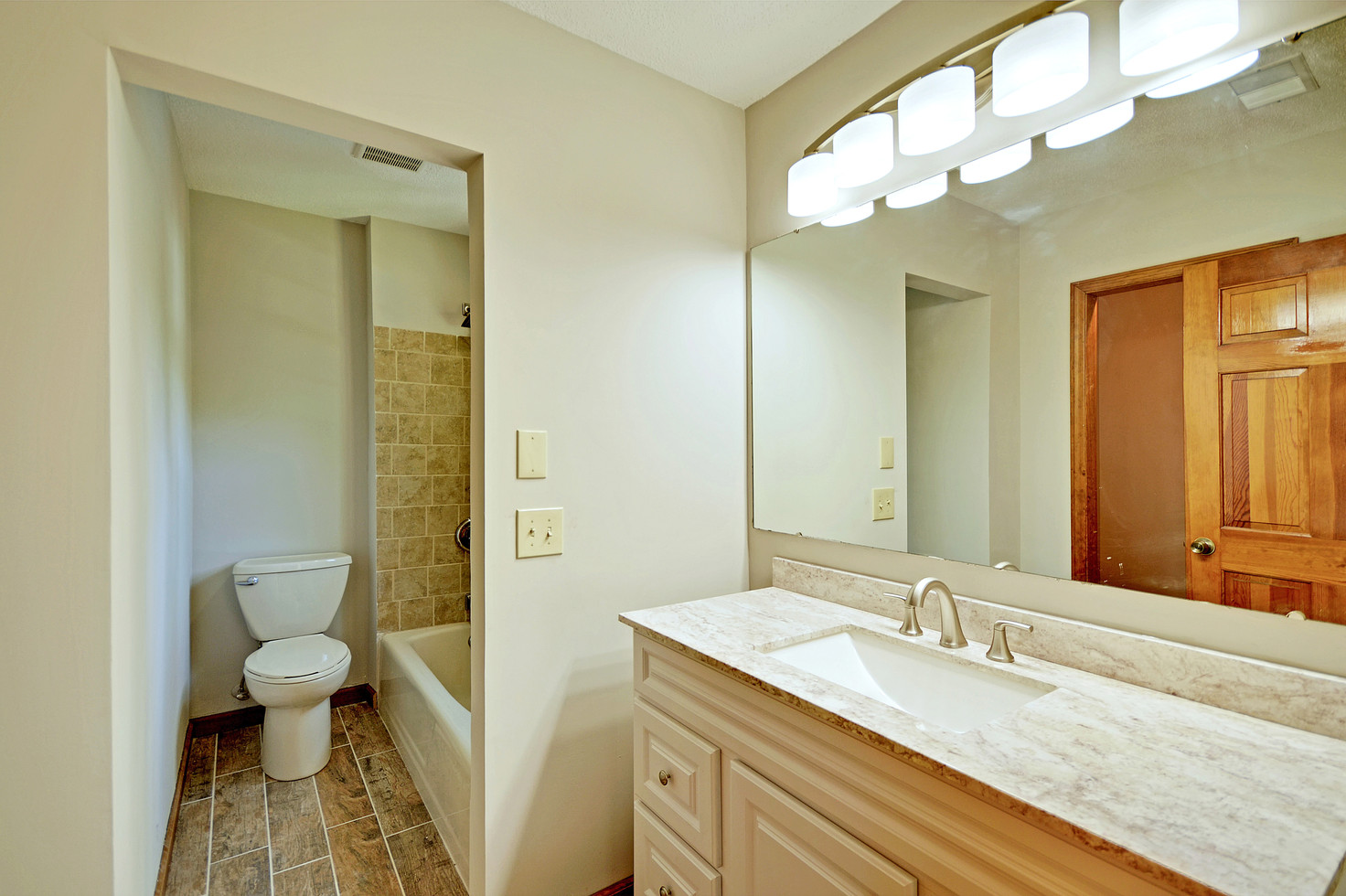 23. 323 Eastover Circle - South Pointe -