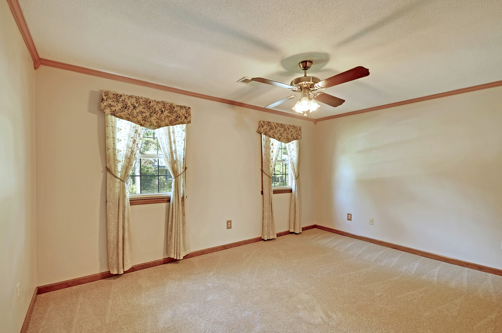 25. 323 Eastover Circle - South Pointe -