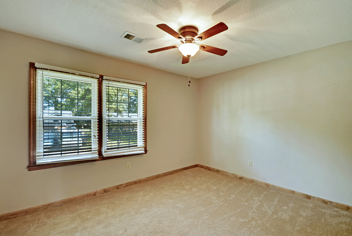 27. 323 Eastover Circle - South Pointe -