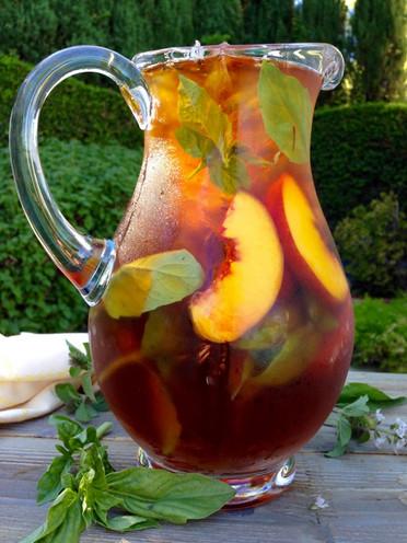 Peach and Saffron Iced Tea