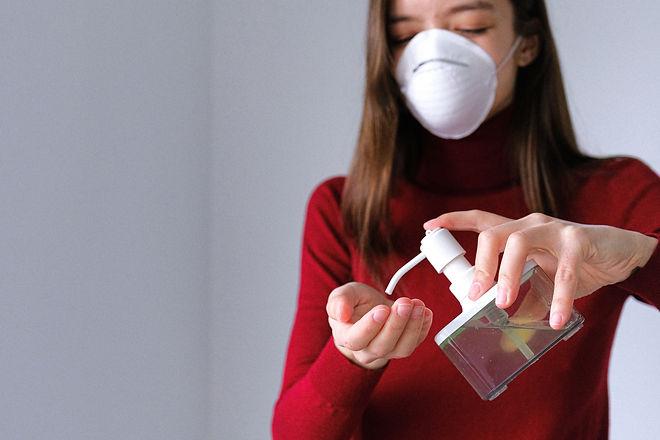 woman-applying-hand-sanitizer-3987146.jp