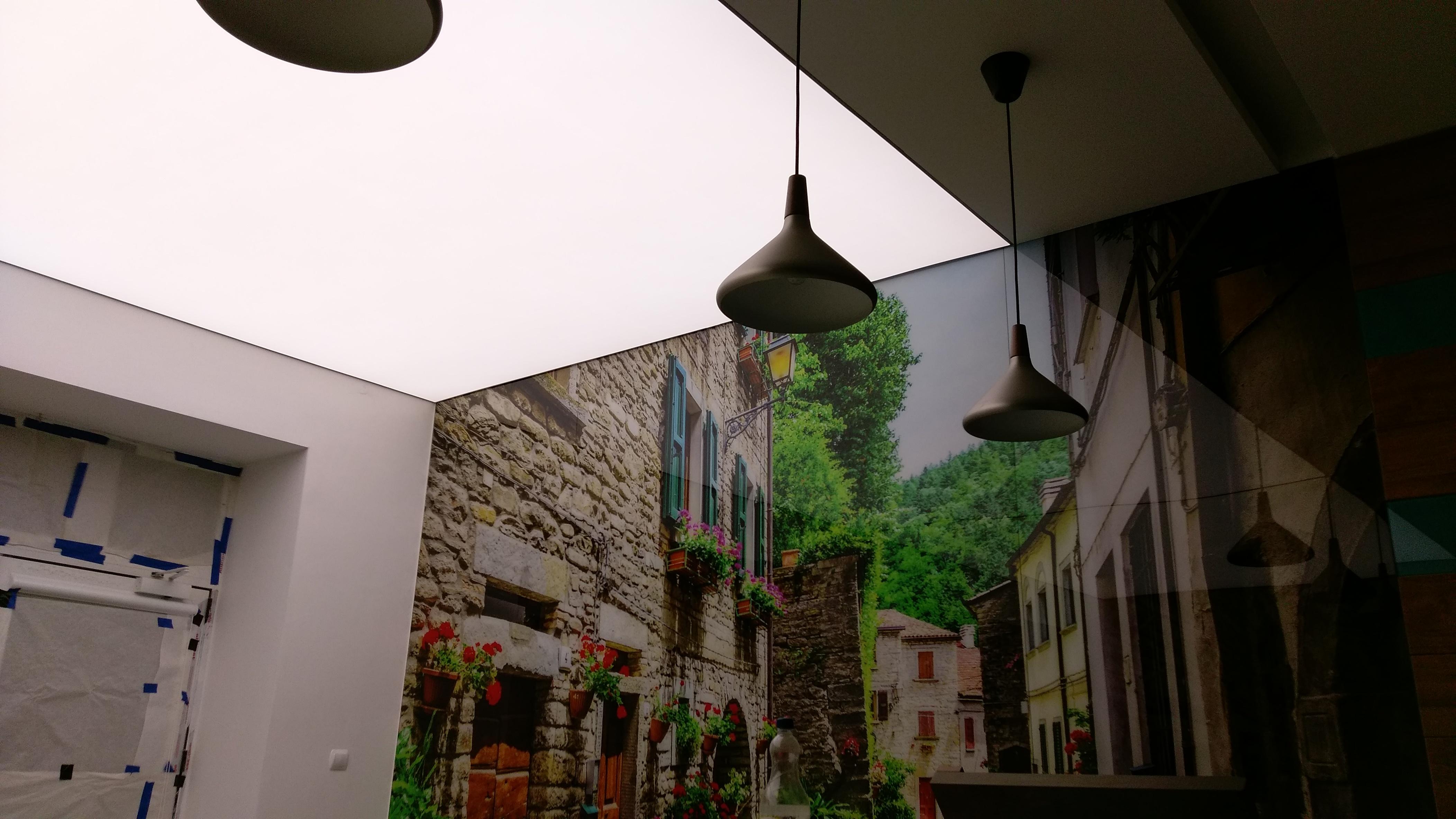 Sufit napinany podświetlony LED
