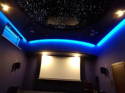 Sufit napinany w kinie