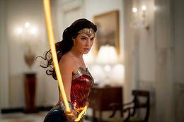 コダック 35mm、65mm、65mm IMAXのフィルムフォーマットで撮影された『ワンダーウーマン 1984』が、純然たる女性ヒーローの姿を描き出す!