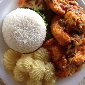 refeição Pakaas Palafitas Lodge