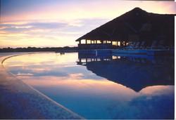 fim de tarde na piscina Pakaas