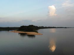 fim de tarde no rio Pakaas Lodge