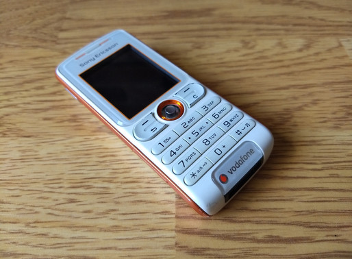 Playing around with the camera on an old feature phone