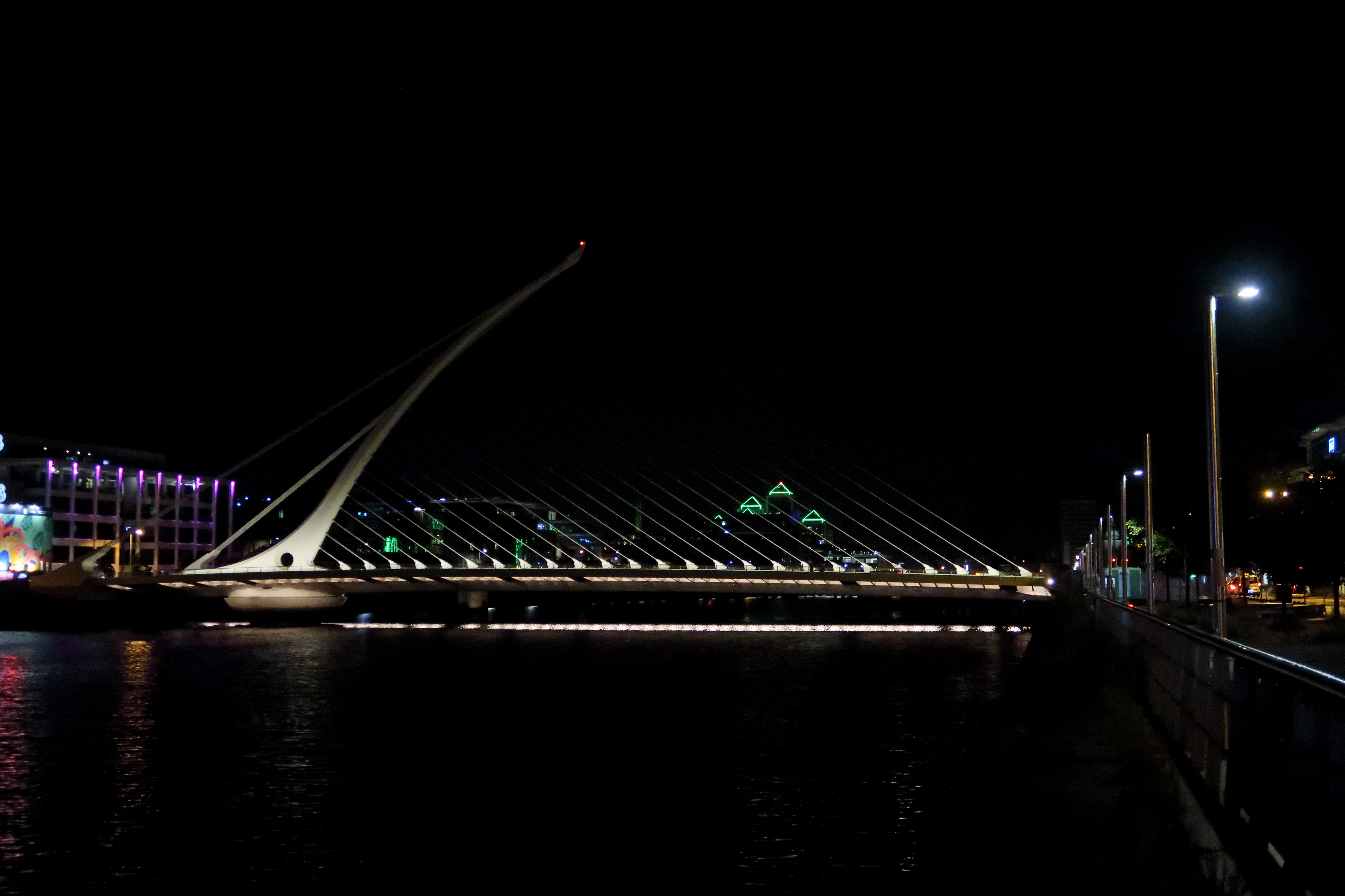 36 Samuel Beckett Bridge at night
