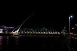 36 Samuel Beckett Bridge at night