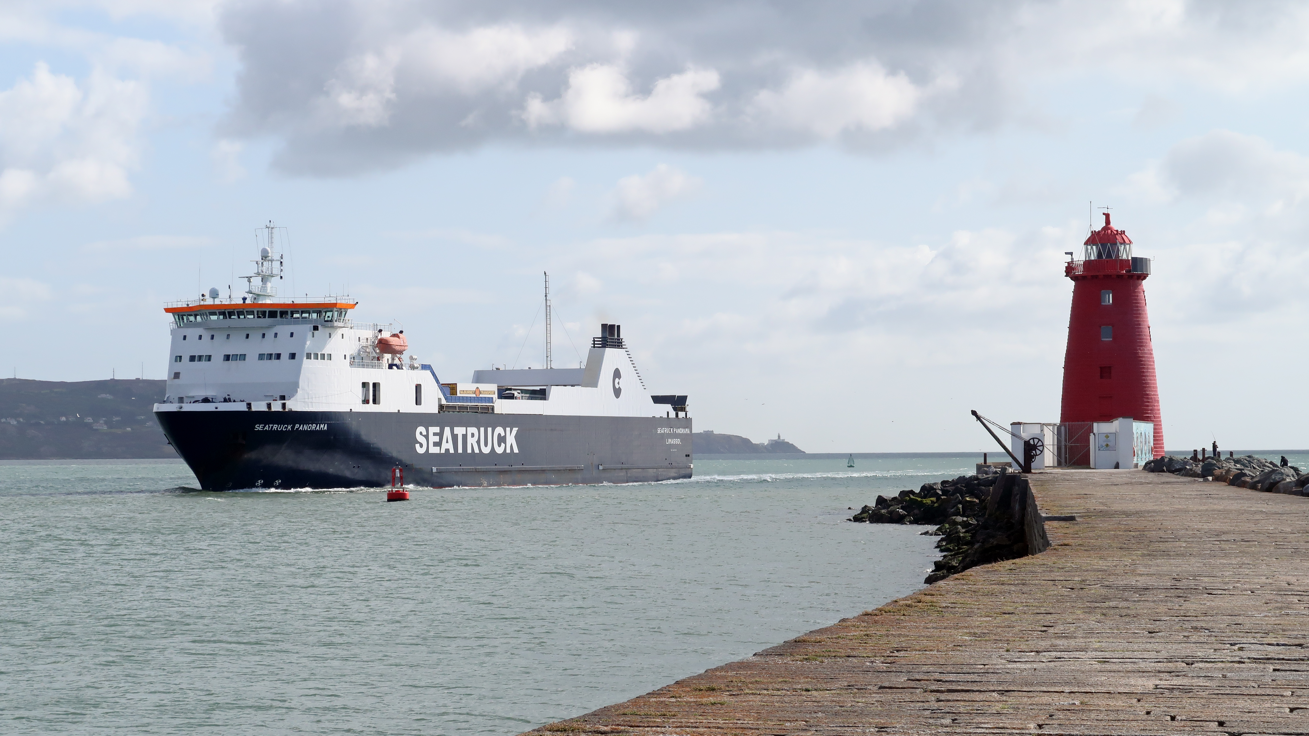 04 Seatruck comes into port