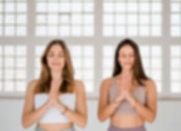 Om One Yoga Jana und Annka.jpg