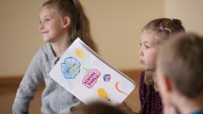 """Latvijas Radio raidījumā """"Ģimenes studija"""" saruna par klusumu un apzinātības nozīmi bērnu ikdienā."""