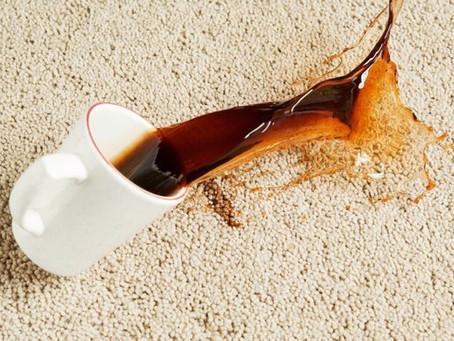 Comment nettoyer les taches de café sur une moquette