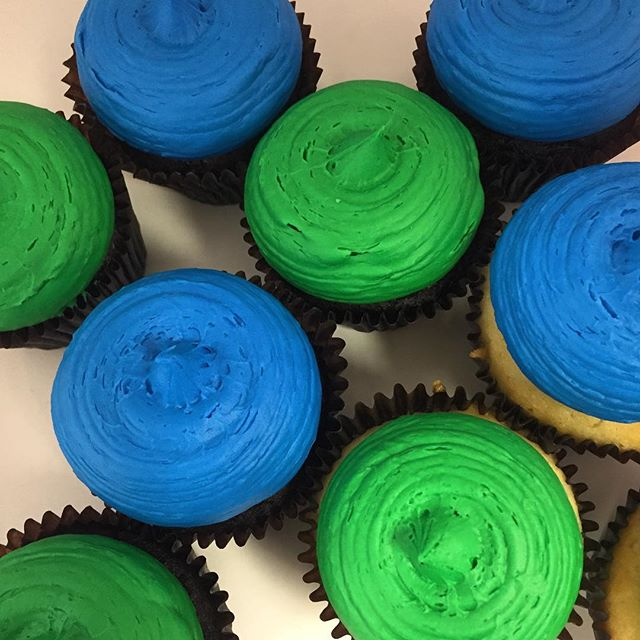 $1 of every blue and green cupcakes go to _sunanimalleague and 25% of proceeds of all the store will