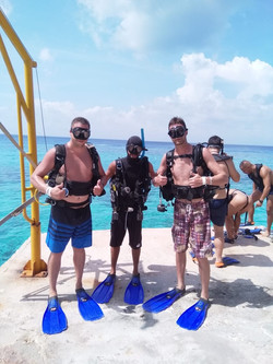 dive with friends