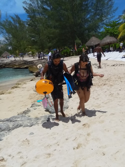 scuba diving girls