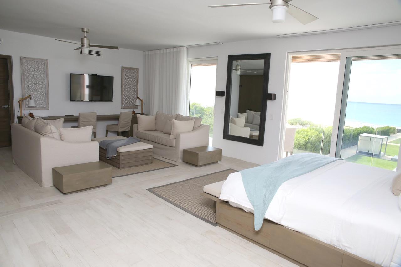 Master Bedroom West Villa.jpeg