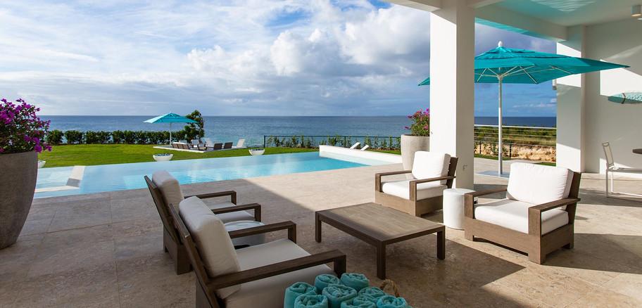 Villa-Kandara-poolside-living.jpg