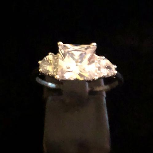 Square stone set ring