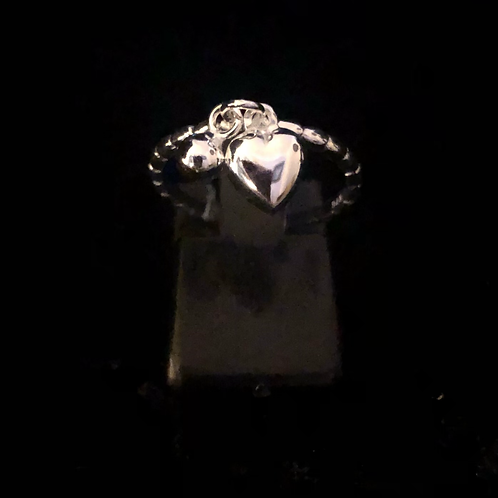 Dangley hart ring