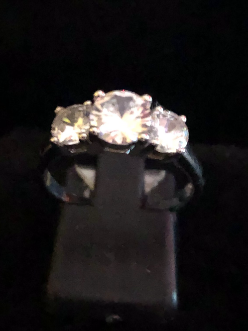Three stone set ring