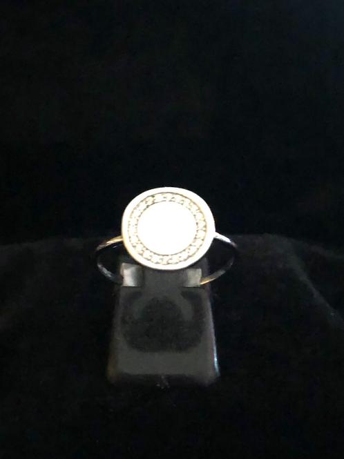 Stone set disc ring