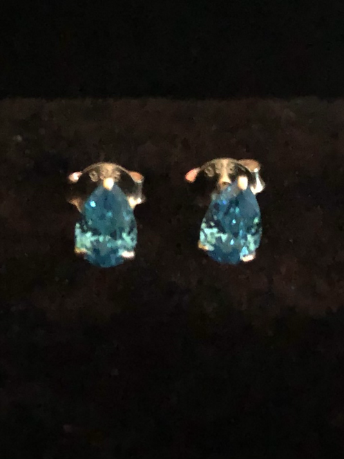 Blue stone set studs