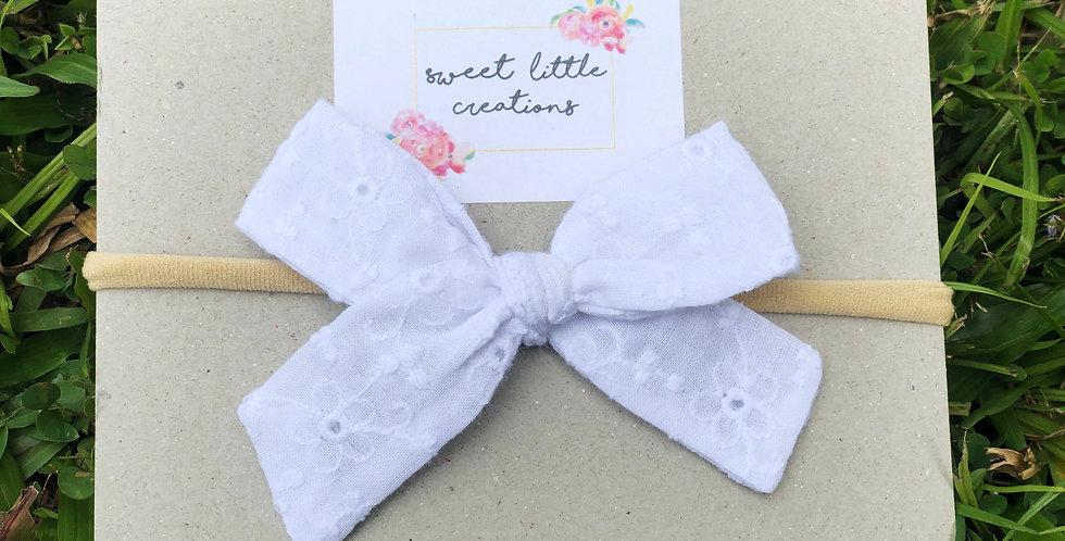White Floral Embroidered 'Atlee' bow