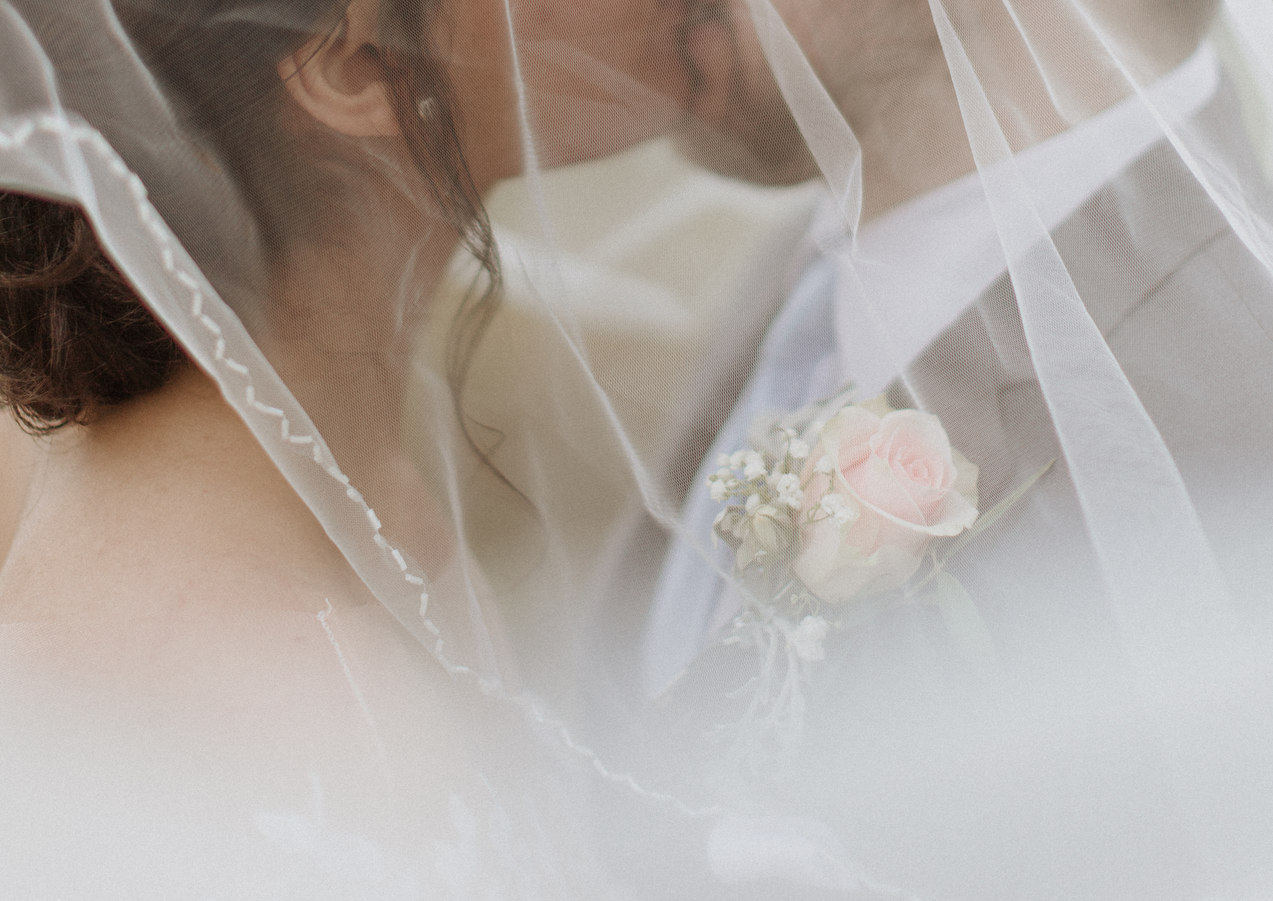 Bride and Groom kissing photography