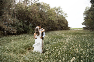 wedding photographers in kansas city capture wedding day photos