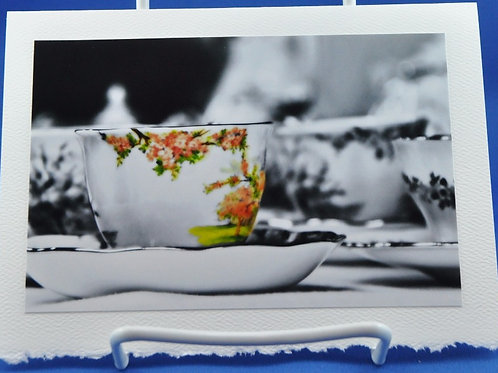 Tea cup with a touch of colour - SpecialTea Cards