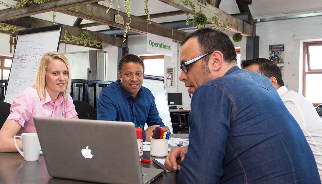 meeting_informal_business_team_chatting_