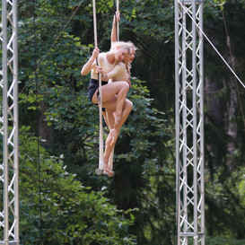 Trapeze twins in action!