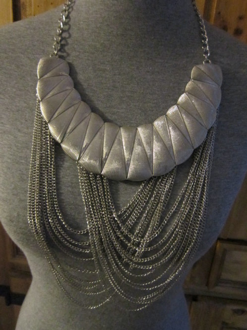 Enchanting Silver Tone Collar and Link Chain Necklace