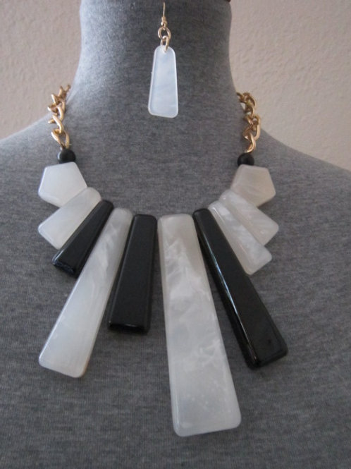 Eye Catching Black and Faux Marble Necklace Set