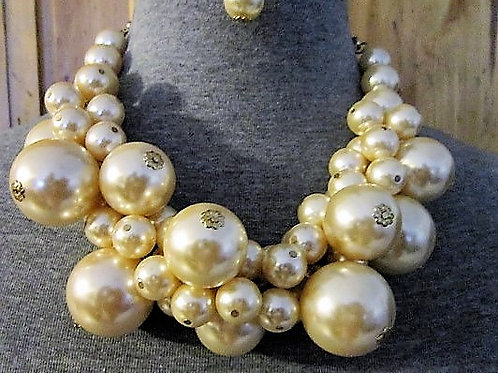 Lovely Chunky Faux Pearl Necklace Set